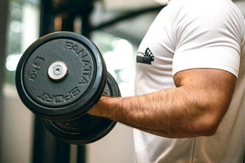 筋肉を大きくしたい人はジムに週何回行くべきか