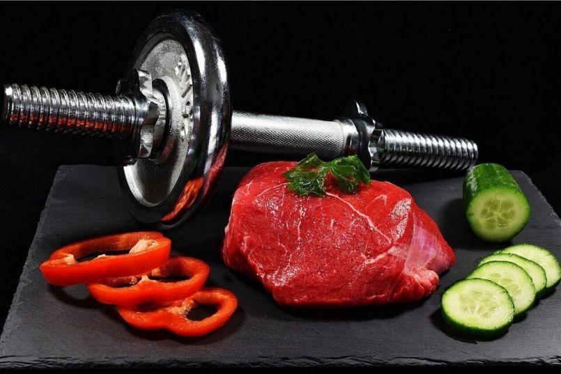 タンパク質は筋トレしている人にとって重要