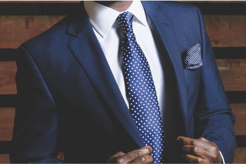 スーツをレンタルすべき理由